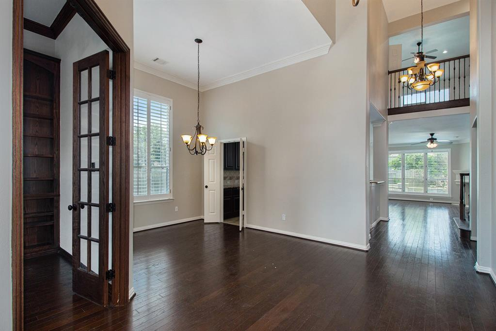 Pending   35 Winhall Place The Woodlands, Texas 77354 3