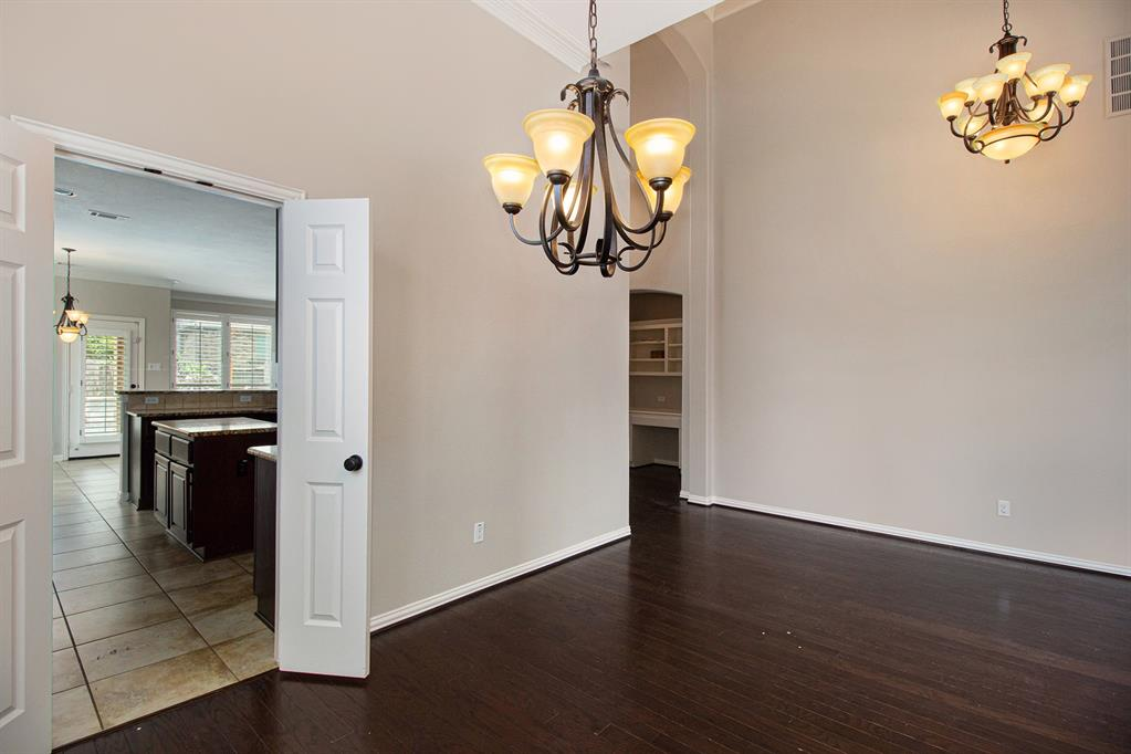 Pending   35 Winhall Place The Woodlands, Texas 77354 6