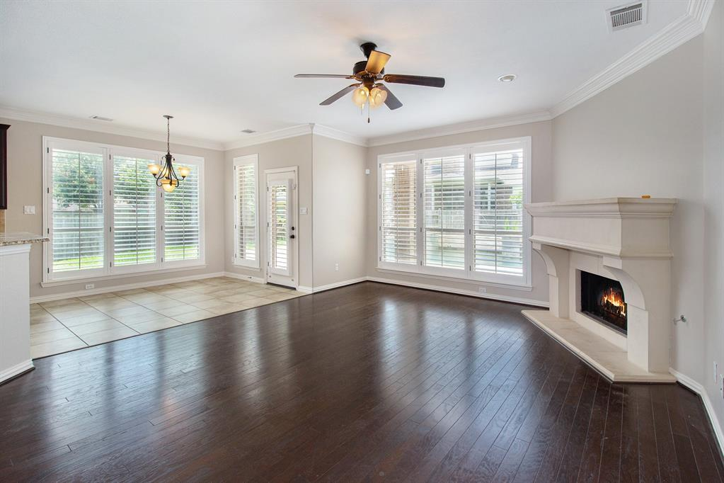 Pending   35 Winhall Place The Woodlands, Texas 77354 7