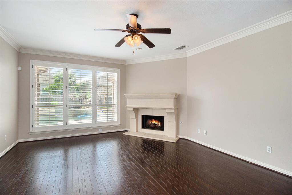 Pending   35 Winhall Place The Woodlands, Texas 77354 8