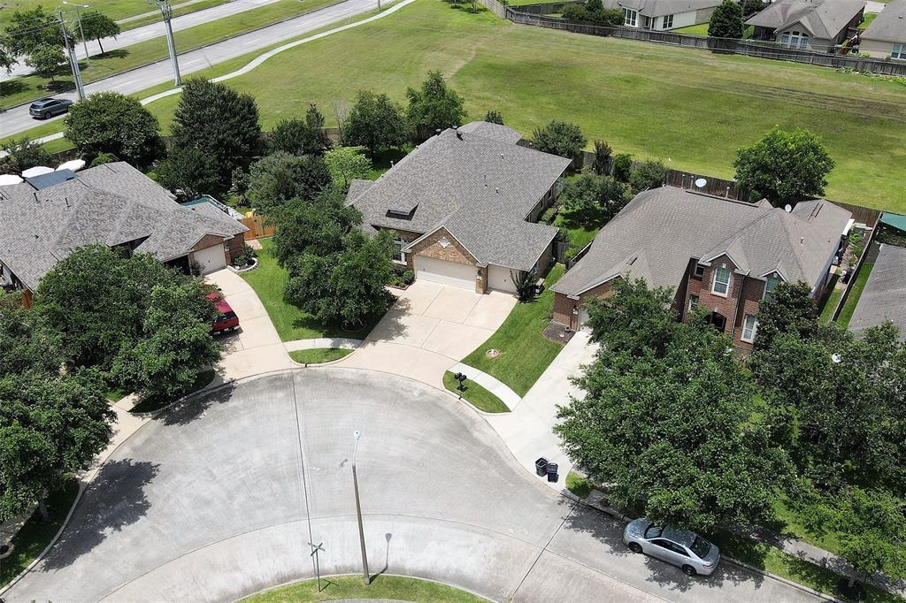 Pending | 852 Shoal Pointe Lane League City, Texas 77573 3