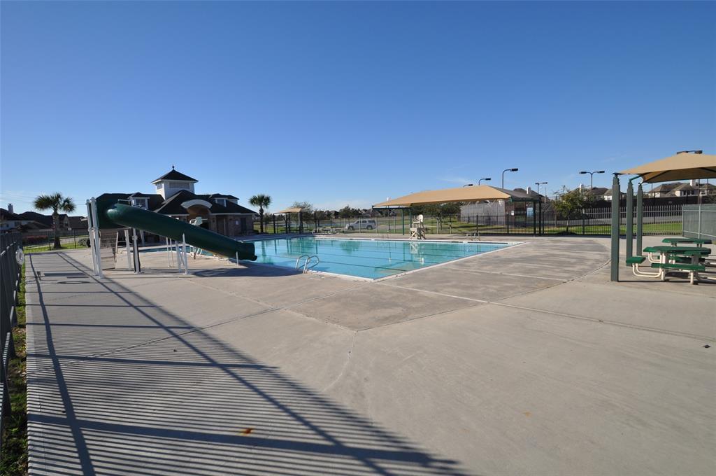 Pending | 852 Shoal Pointe Lane League City, Texas 77573 4