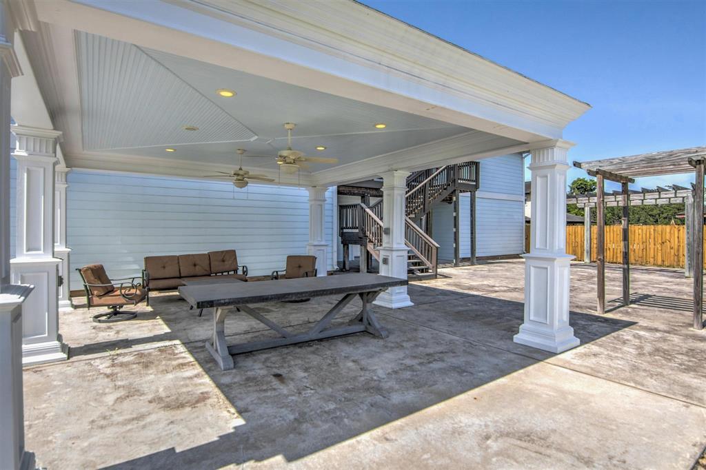 Pending   1003 S Country Club Drive Shoreacres, Texas 77571 12