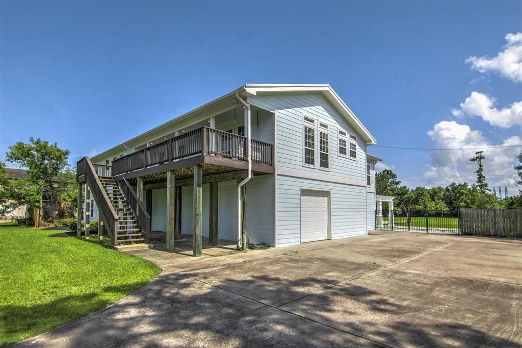 Pending   1003 S Country Club Drive Shoreacres, Texas 77571 13