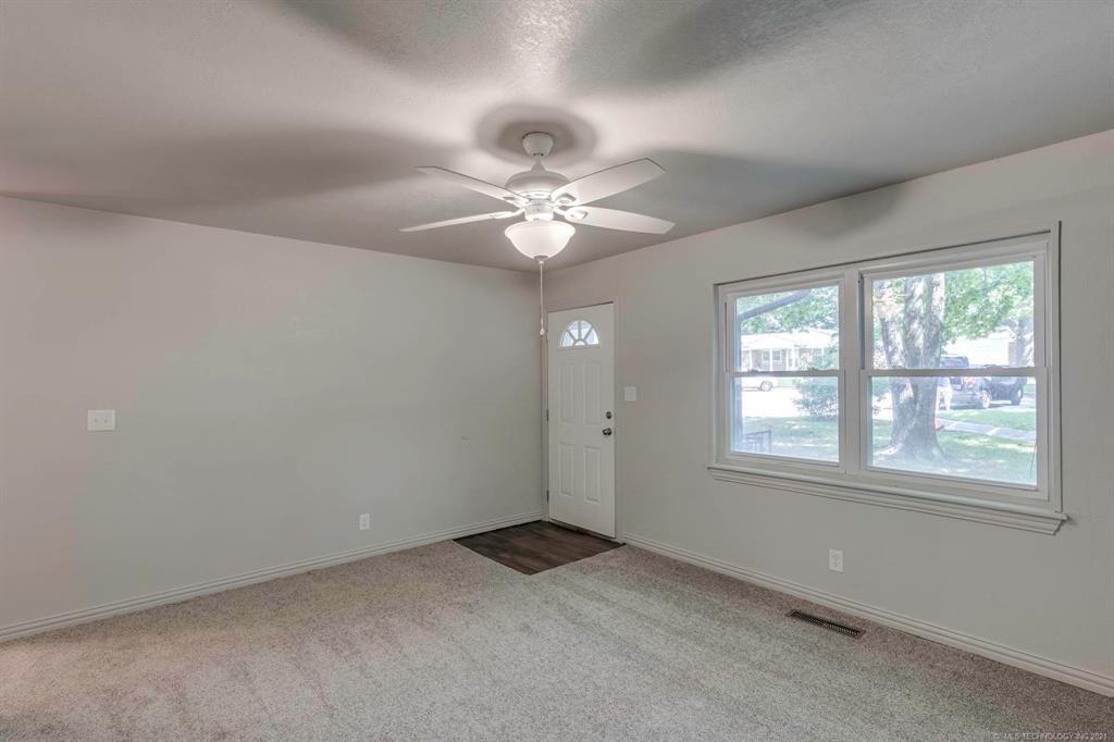 Homes in Catoosa School District   20536 E 3rd Street Tulsa, Oklahoma 74108 11