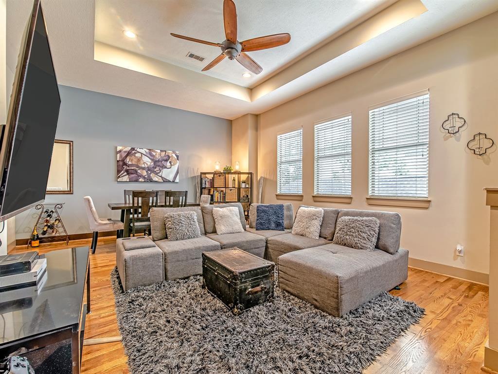 Pending | 837 W 25th Street #D Houston, Texas 77008 10