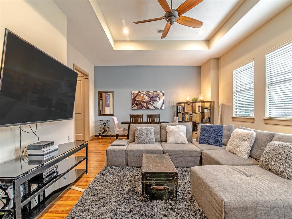 Pending | 837 W 25th Street #D Houston, Texas 77008 11