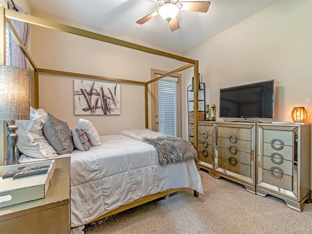 Pending | 837 W 25th Street #D Houston, Texas 77008 4