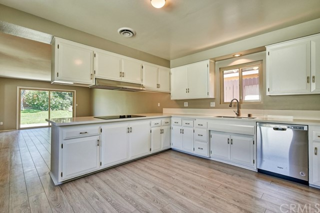 Closed   283 W Radcliffe Drive Claremont, CA 91711 16