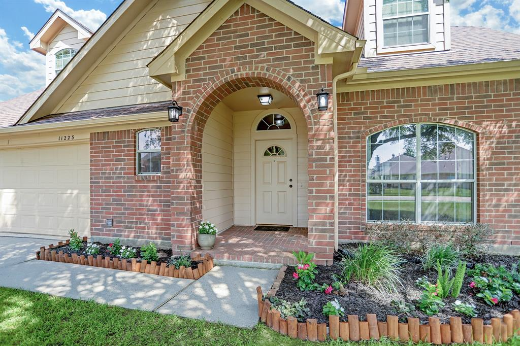 Off Market | 11223 S Country Club Green Drive Tomball, Texas 77375 3