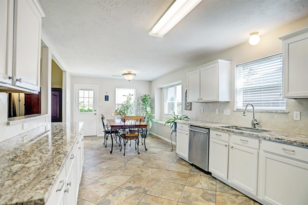 Off Market | 11223 S Country Club Green Drive Tomball, Texas 77375 8