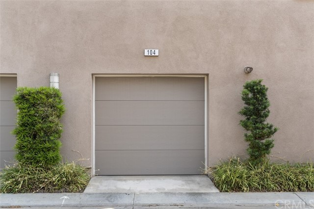 Closed   5439 Strand Hawthorne, CA 90250 18