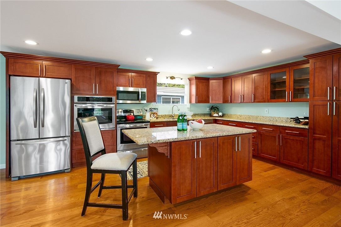 Sold Property | 3204 NE 190th Street Lake Forest Park, WA 98155 7