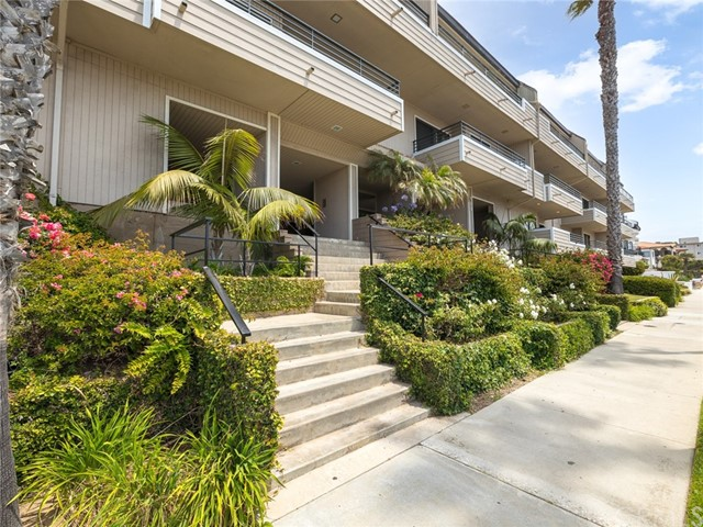 Active | 700 Esplanade #21 Redondo Beach, CA 90277 1