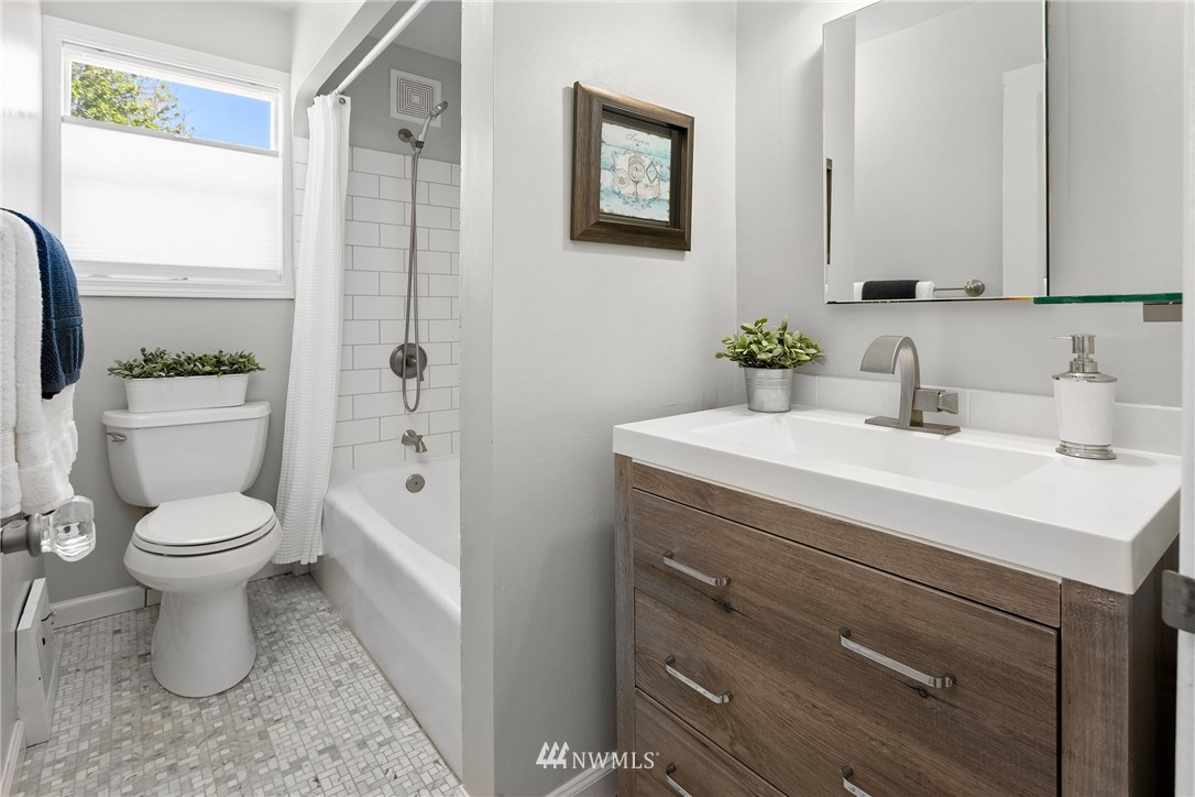 Sold Property | 5214 36th Avenue NE Seattle, WA 98105 21