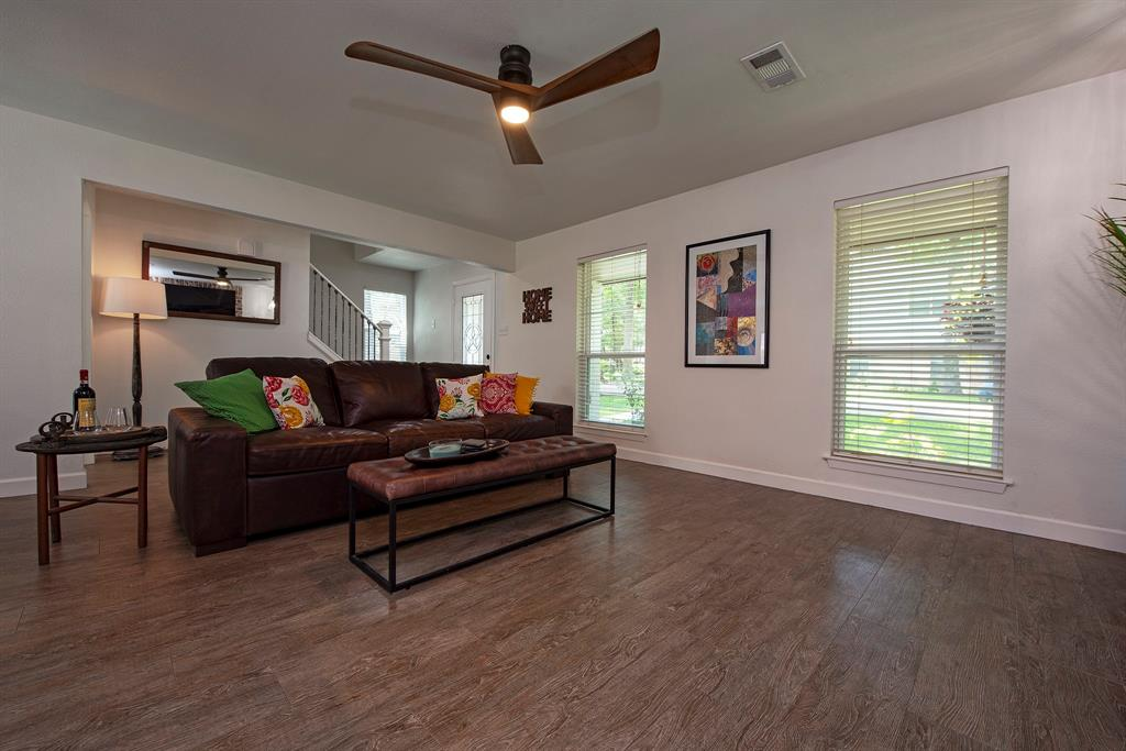 Pending Continue to Show | 2008 E Lacey Oak Circle The Woodlands, Texas 77380 10