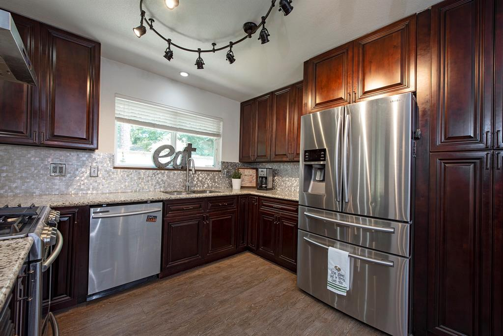 Pending Continue to Show | 2008 E Lacey Oak Circle The Woodlands, Texas 77380 11