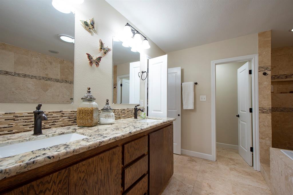 Pending Continue to Show | 2008 E Lacey Oak Circle The Woodlands, Texas 77380 18