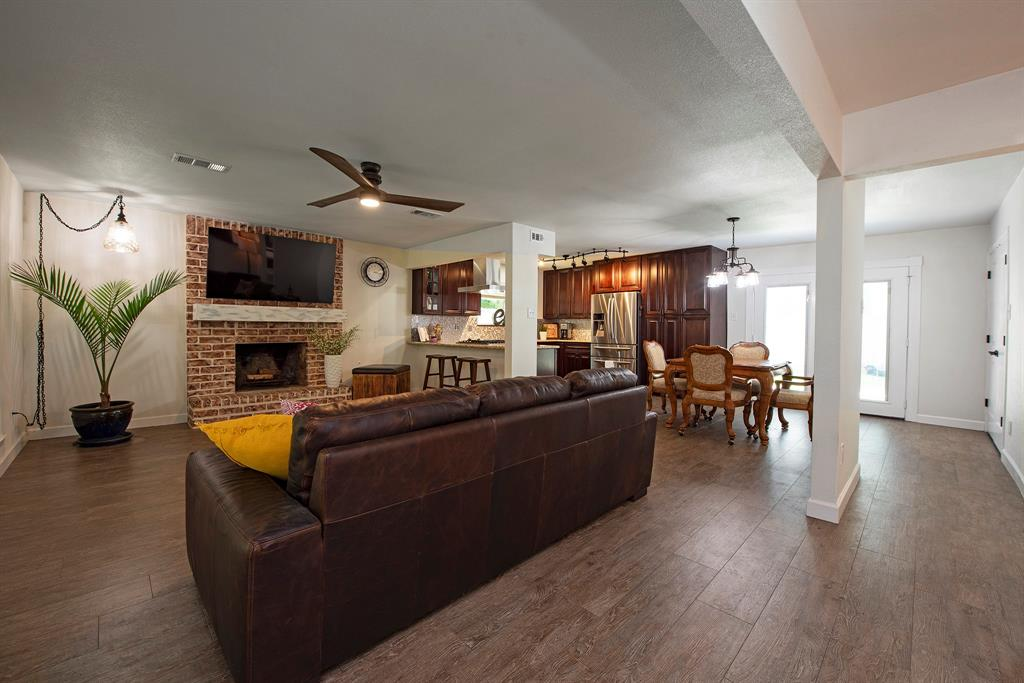 Pending Continue to Show | 2008 E Lacey Oak Circle The Woodlands, Texas 77380 7