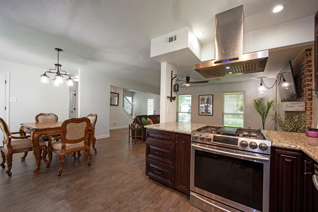 Pending Continue to Show | 2008 E Lacey Oak Circle The Woodlands, Texas 77380 8