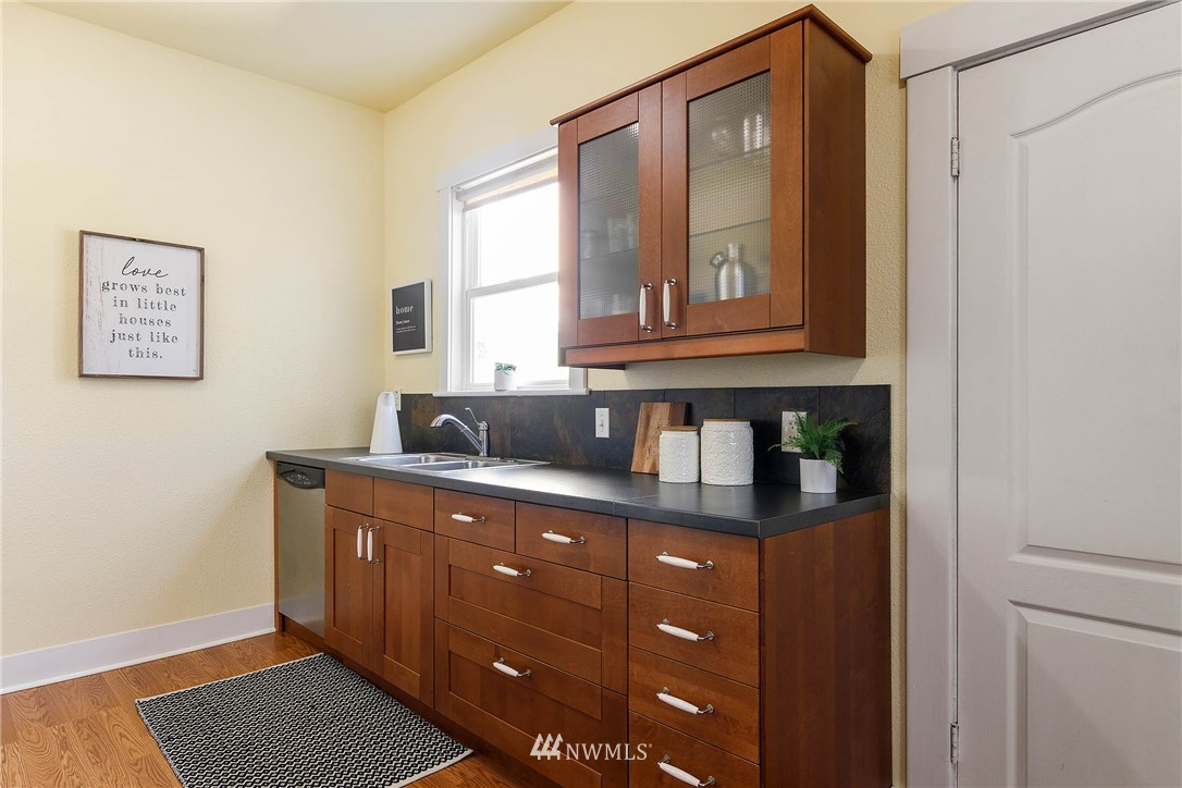 Sold Property | 4210 S Spencer Street Seattle, WA 98118 10