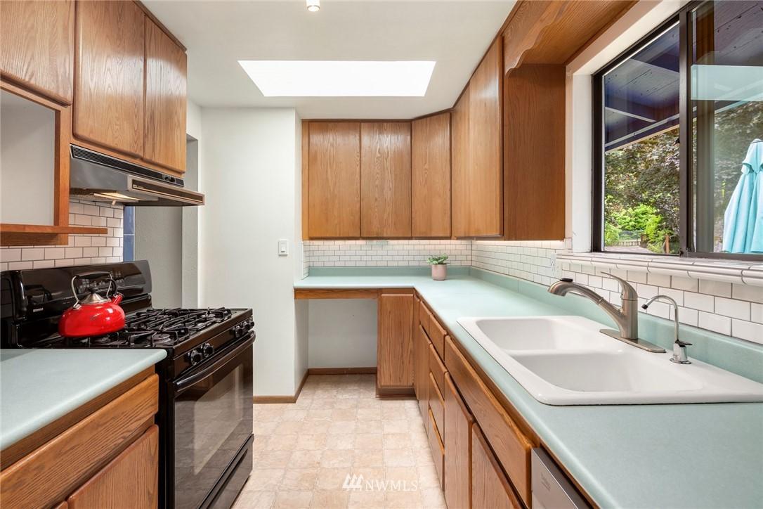 Sold Property   11019 10th Avenue SW Seattle, WA 98146 6