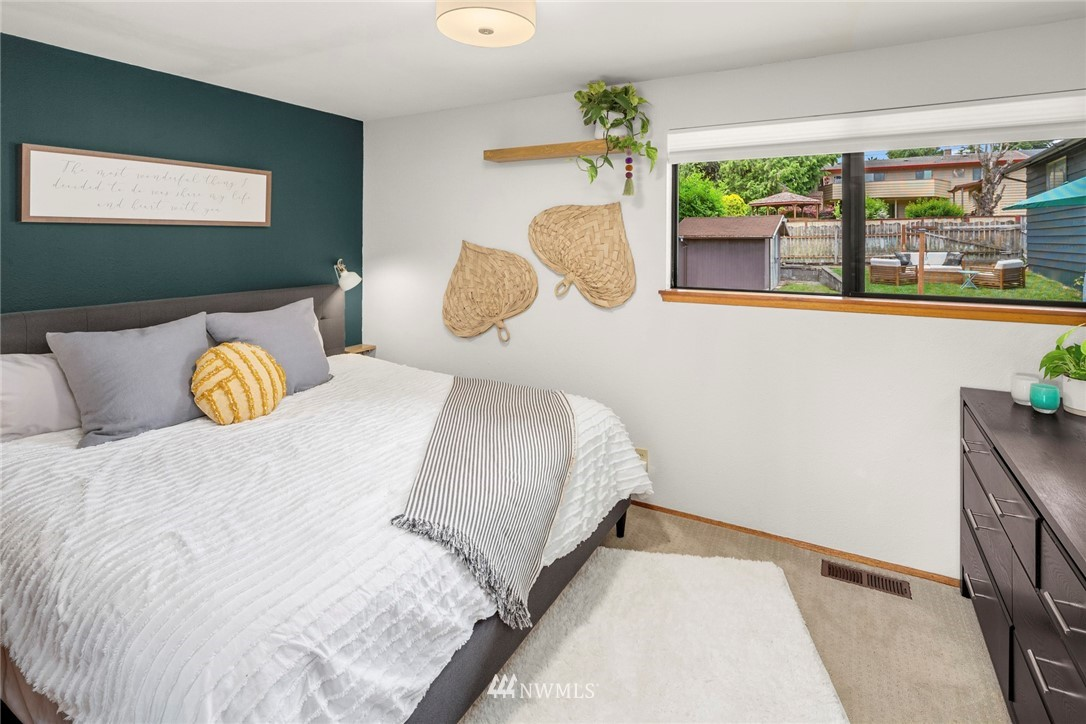 Sold Property   11019 10th Avenue SW Seattle, WA 98146 7