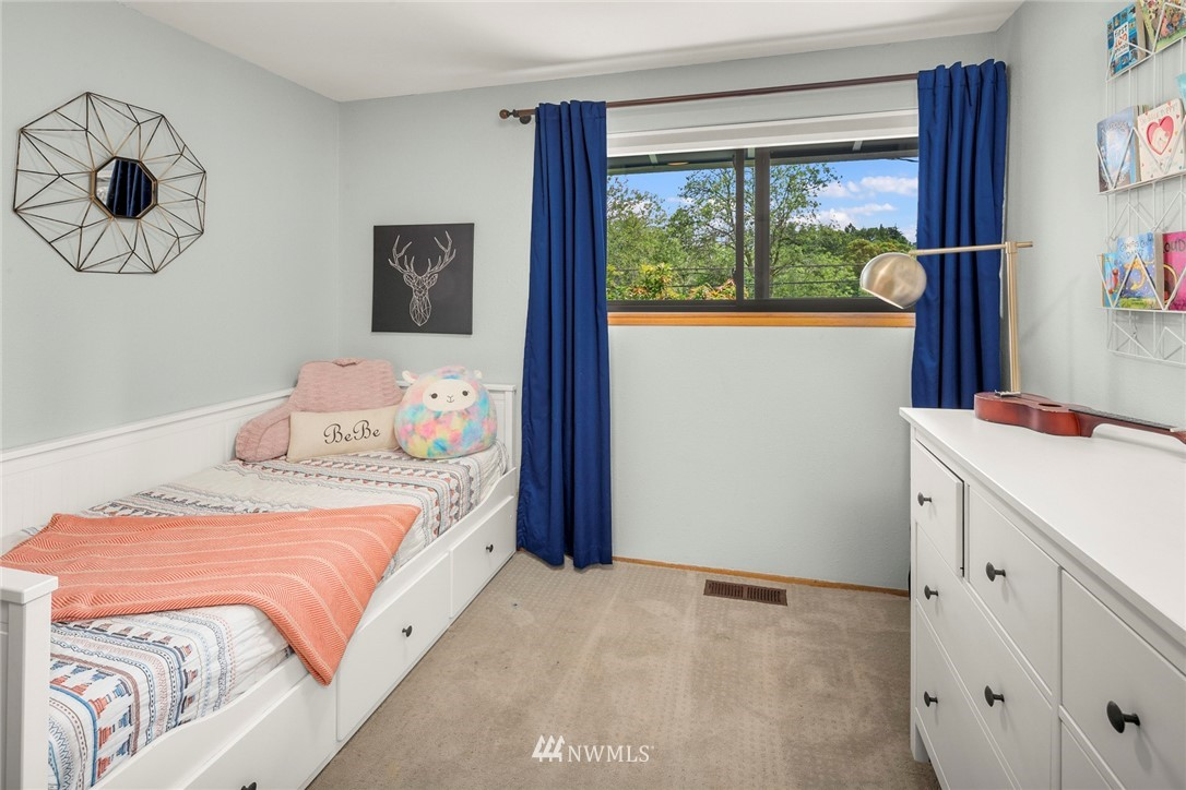 Sold Property   11019 10th Avenue SW Seattle, WA 98146 9
