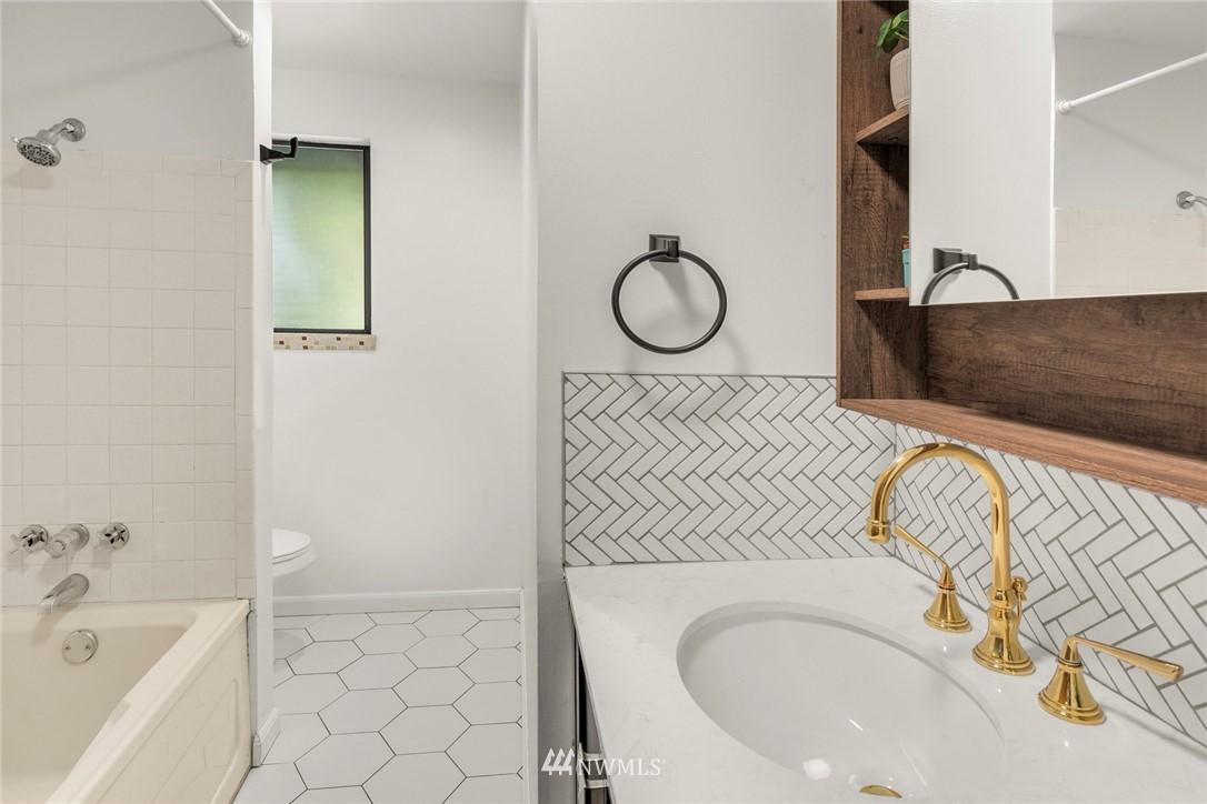 Sold Property   11019 10th Avenue SW Seattle, WA 98146 10