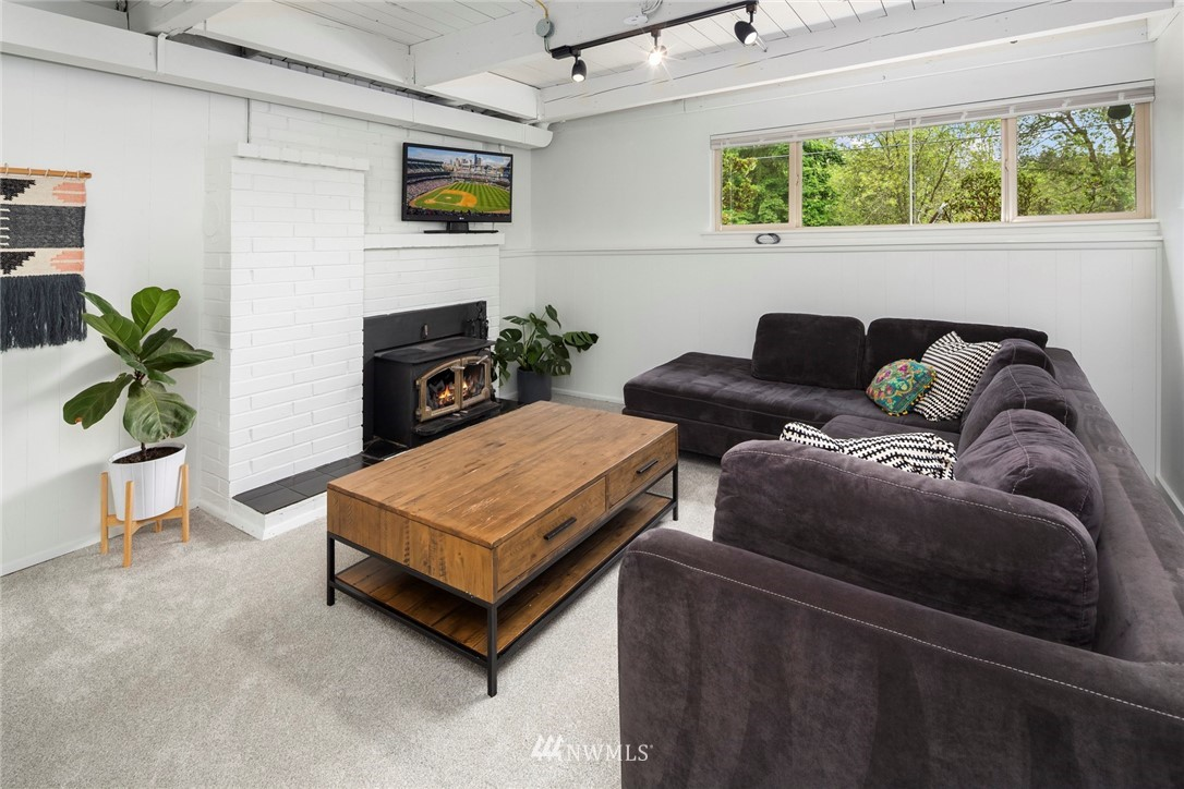 Sold Property   11019 10th Avenue SW Seattle, WA 98146 11