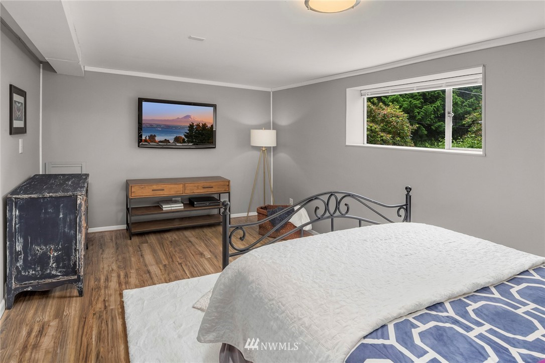 Sold Property   11019 10th Avenue SW Seattle, WA 98146 14