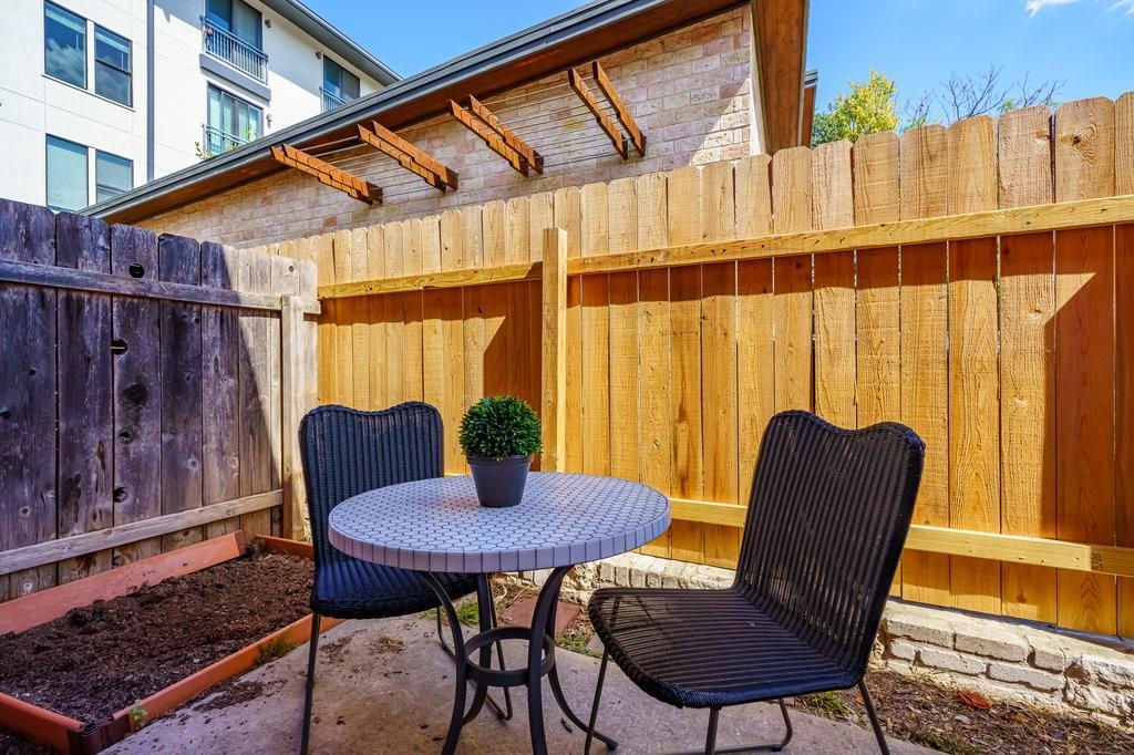 ActiveUnderContract | 1422 Collier Street #110 Austin, TX 78704 11