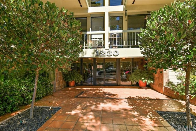 Active | 1230 N Sweetzer Avenue #208 West Hollywood, CA 90069 1