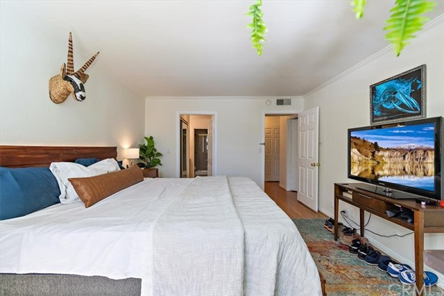 Active | 1230 N Sweetzer Avenue #208 West Hollywood, CA 90069 10