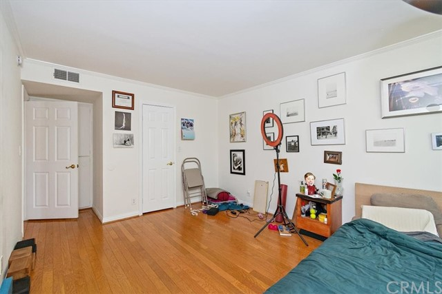 Active | 1230 N Sweetzer Avenue #208 West Hollywood, CA 90069 14