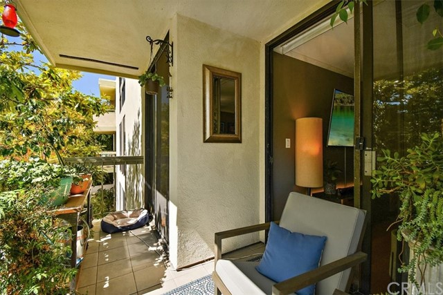 Active | 1230 N Sweetzer Avenue #208 West Hollywood, CA 90069 15