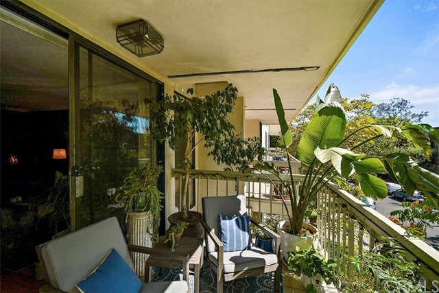 Active | 1230 N Sweetzer Avenue #208 West Hollywood, CA 90069 16