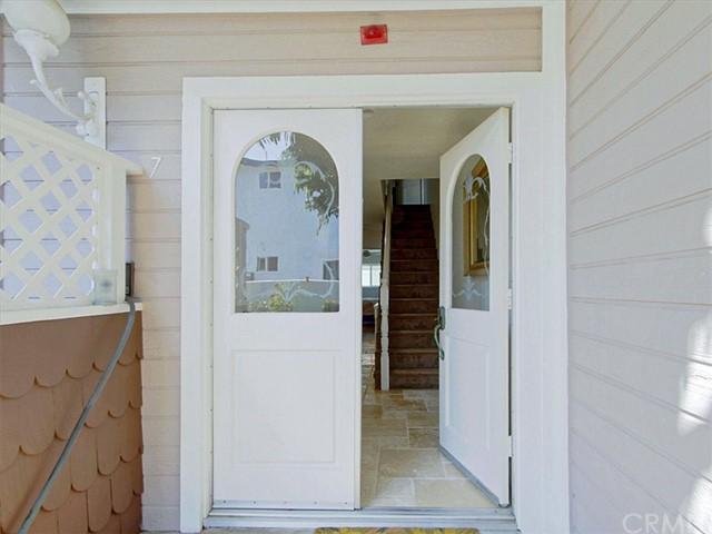 Closed | 320 N Catalina Avenue #7 Redondo Beach, CA 90277 2