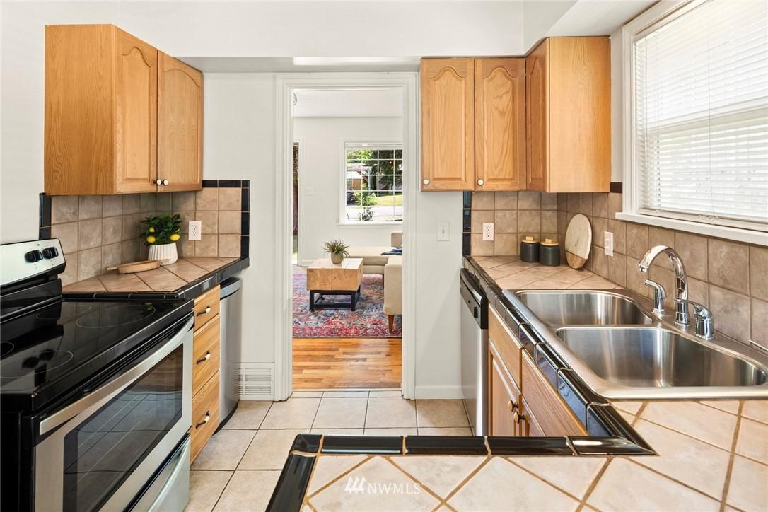 Sold Property | 2506 NE 120th Street Seattle, WA 98125 6