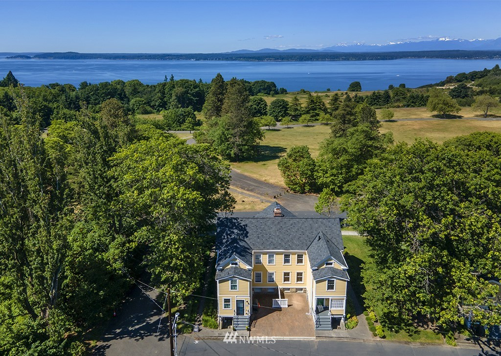 Sold Property | 4002 Washington Ave W Seattle, WA 98199 2