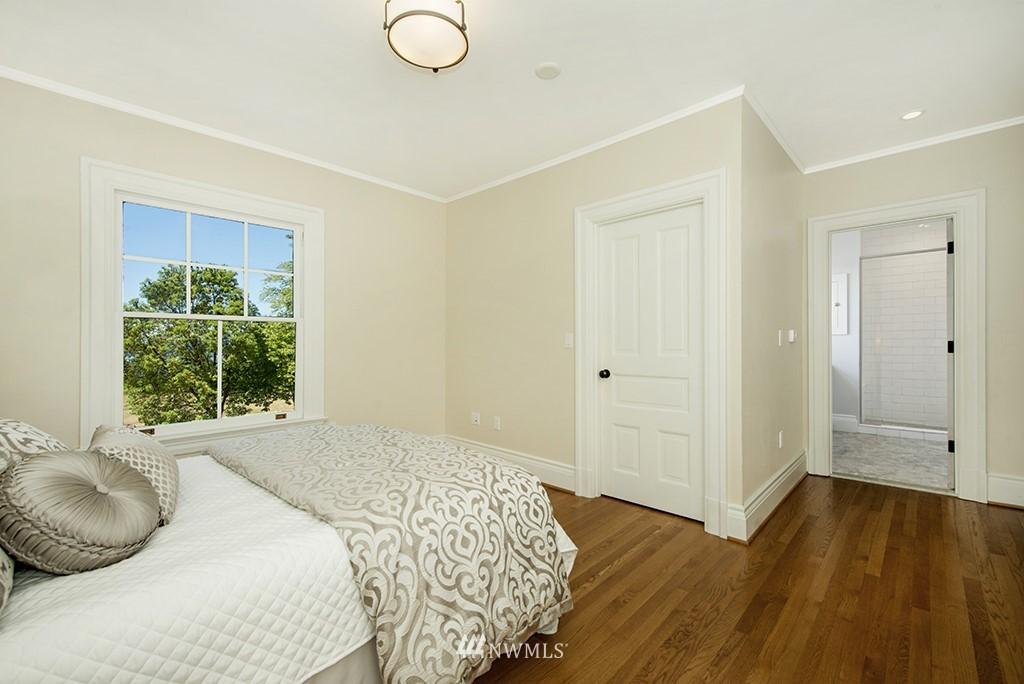 Sold Property | 4002 Washington Ave W Seattle, WA 98199 16