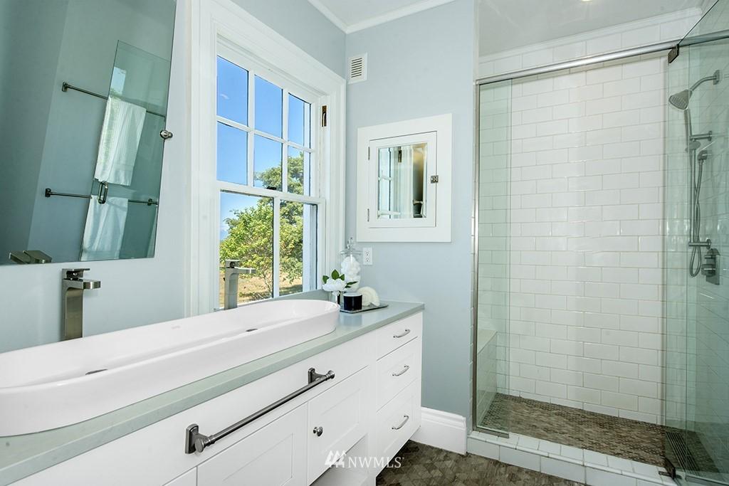 Sold Property | 4002 Washington Ave W Seattle, WA 98199 17