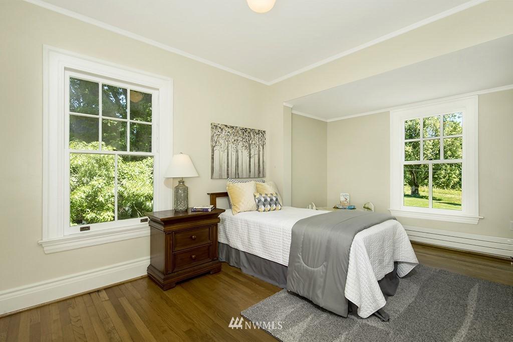 Sold Property | 4002 Washington Ave W Seattle, WA 98199 19