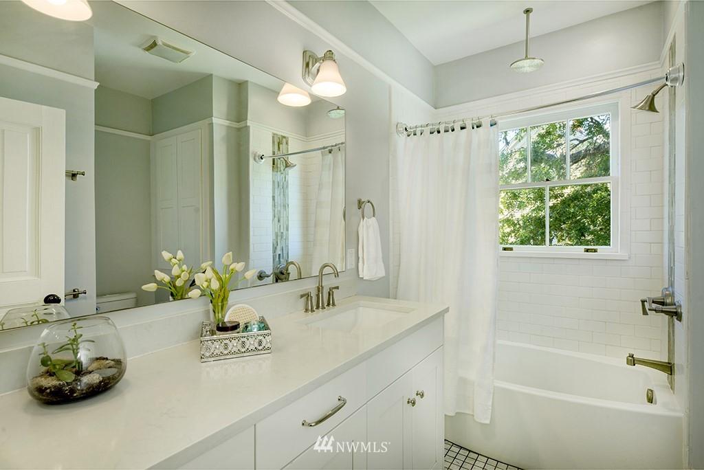 Sold Property | 4002 Washington Ave W Seattle, WA 98199 21