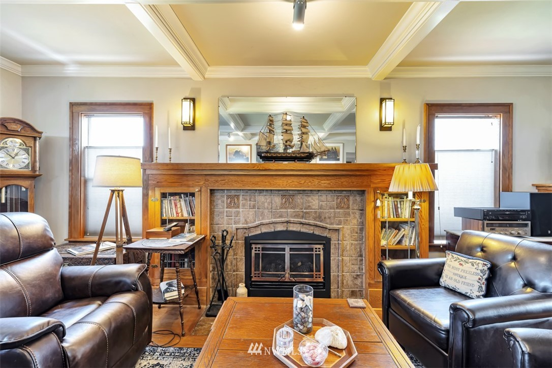 Sold Property | 621 NE 78th Street Seattle, WA 98115 4