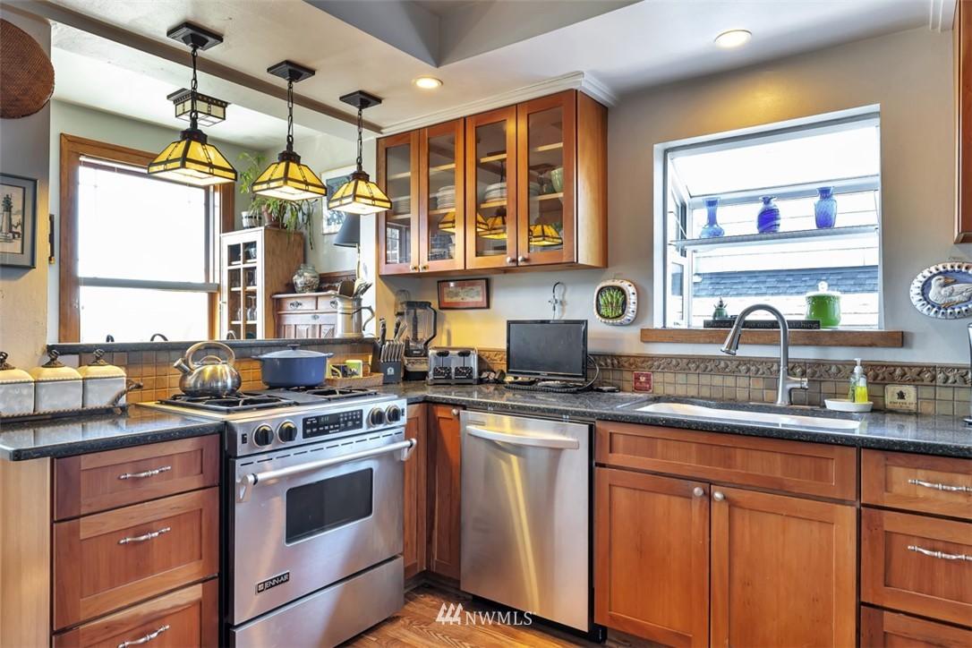 Sold Property | 621 NE 78th Street Seattle, WA 98115 8