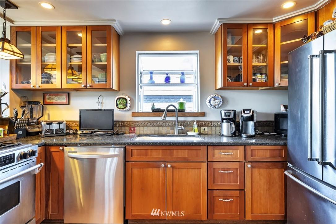 Sold Property | 621 NE 78th Street Seattle, WA 98115 9