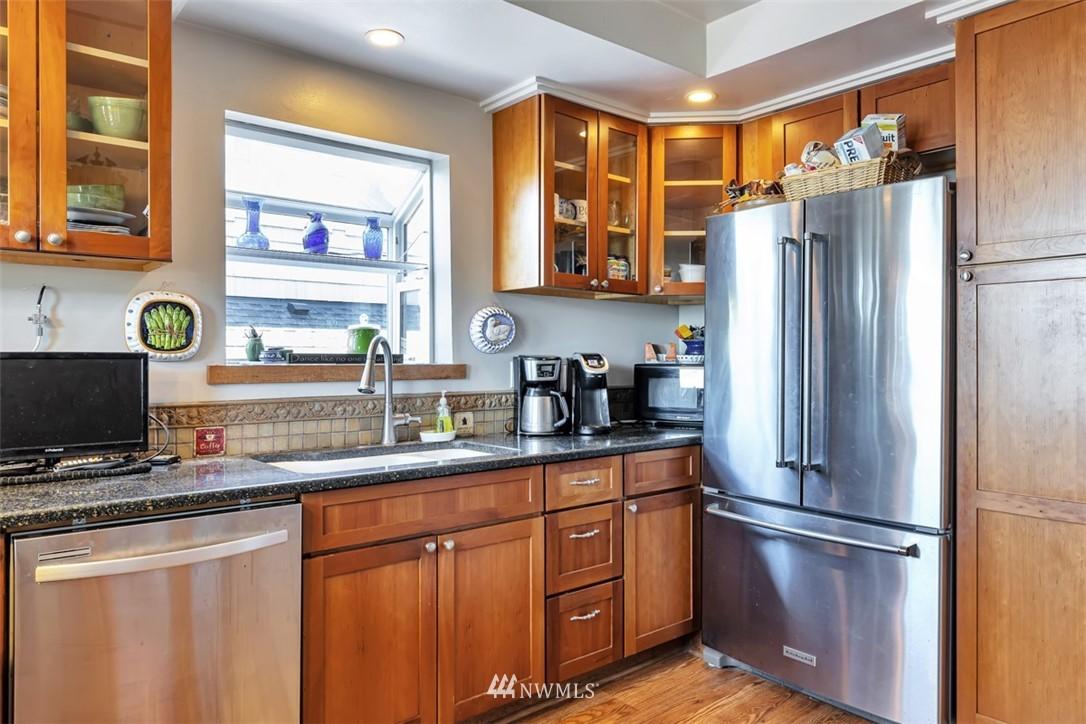 Sold Property | 621 NE 78th Street Seattle, WA 98115 10