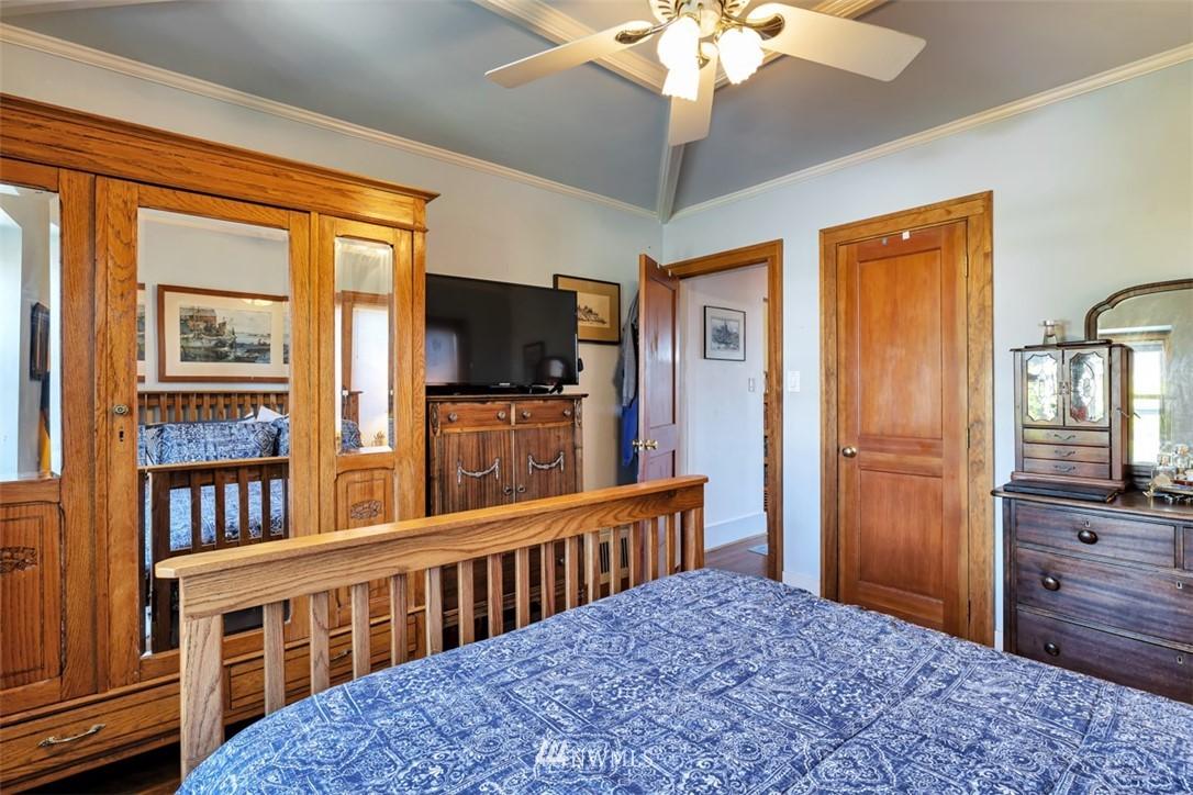 Sold Property | 621 NE 78th Street Seattle, WA 98115 18