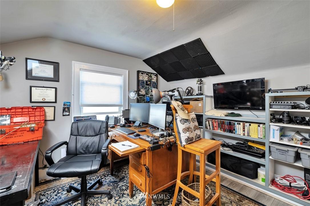 Sold Property | 621 NE 78th Street Seattle, WA 98115 23